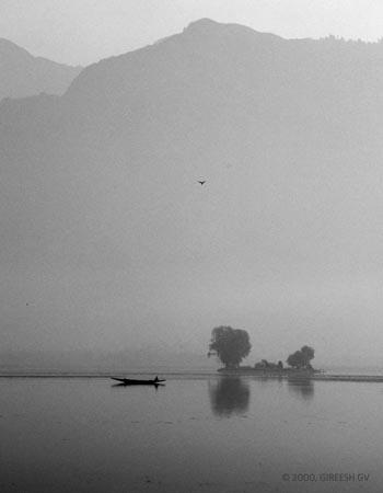 Dal lake, Kashmir, © 2000 GIREESH GV